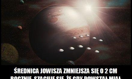 Średnica Jowisza się zwiększa, czy zmniejsza?