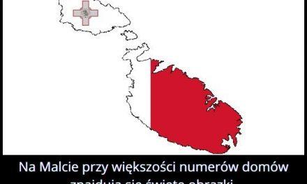 W którym kraju przy większości numerów domów znajdują się święte obrazki?