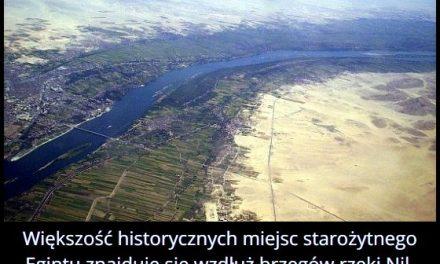 Większość   historycznych miejsc starożytnego Egiptu znajduje się…?